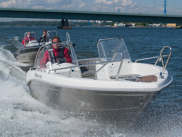All types of boating is just so much more fun with a proper life jacket!
