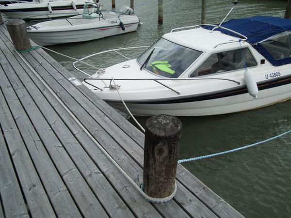 Evidence of fantastic boat tying skills