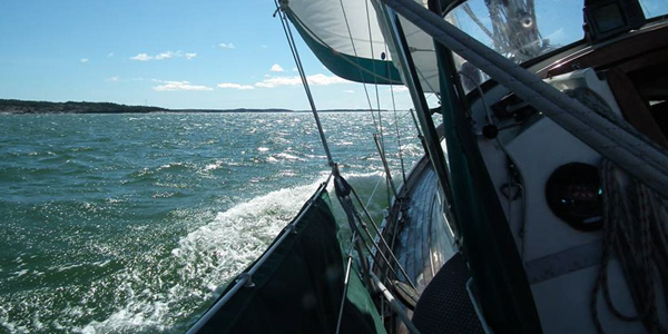 Sailing fast from Nagu.