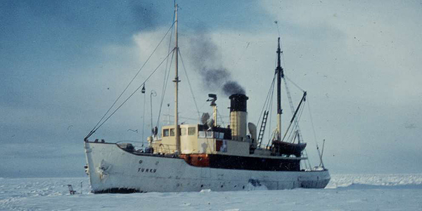 The original s/s Turku, here in one of her roles as an icebreaker.