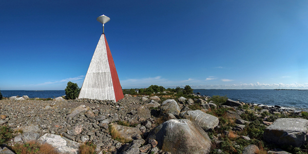 The daymark on the Island of Oura marks the northernmost reach of the National Park (Photo Anssi Riihiaho)