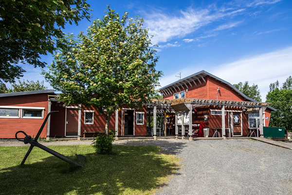 The Reposaari marina service building has all the services a boater needs.
