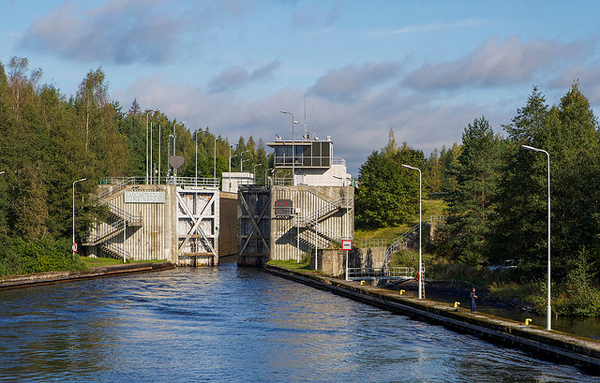 The Saimaa canal is about 23 NM long and 8 locks take raise boats 75 meters from the Baltic to Lake Saimaa. Image: ninara, CC license.