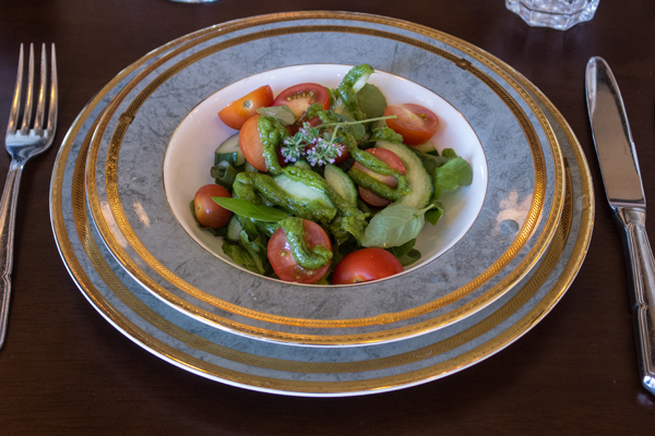 Starter: Salad tailored to customer wishes.