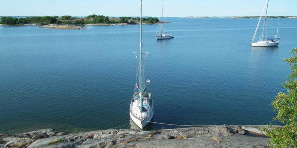 105 Rocks – Martin Edge's guide to anchorages, natural harbours and marinas