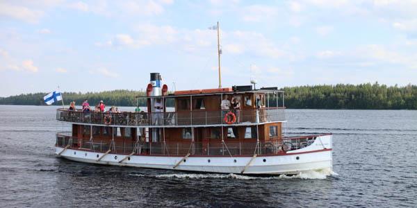 Steamboat Punkaharju on a scenic cruise near Savonlinna. Photo by Tuomas Hinkkanen.
